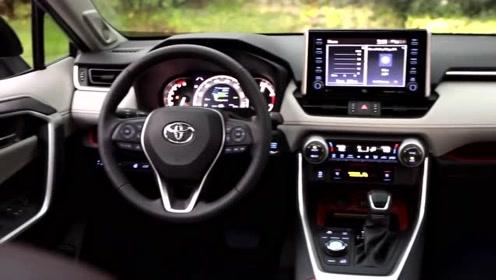 日系SUV油耗低至4.7L,硬派越野车的韵味,功能区的布局很合理