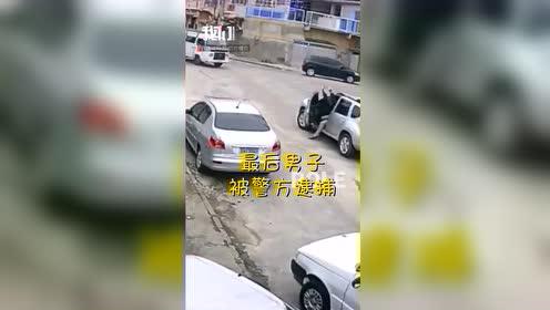 """匪界""""大奇葩"""":抢来汽车开不走 竟试图求助车主"""