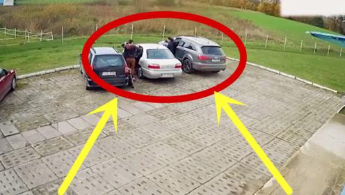 """两位女司机技术难分伯仲,表演""""倒车出库"""",这技术让人没眼看!"""