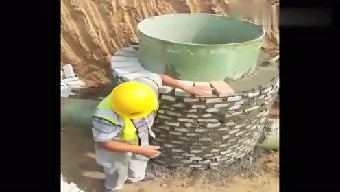 这大哥墙砌真牛,砌这墙的师傅不是一般人啊