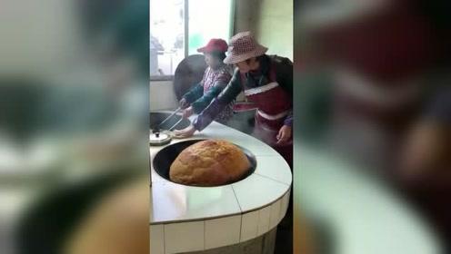 第一眼还以为是大面包,仔细一看,这种传统美食很多人都没见过