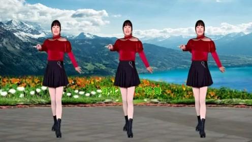 青青16步广场舞《人生一世不容易》动作潇洒,简单欢快