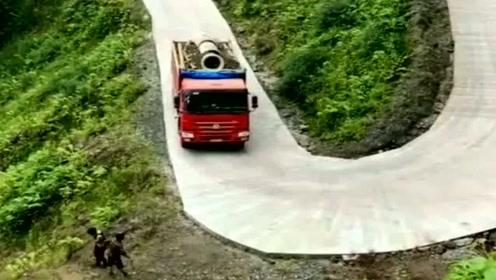 这大货车开的我心跳加速,我还以为他要冲下来呢,终于知道踩刹车了!