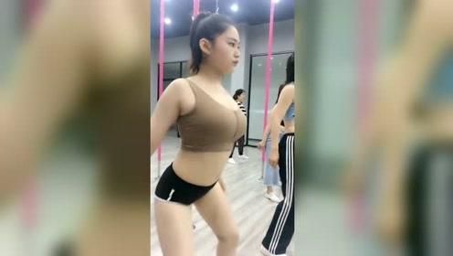 这样的舞蹈你肯定没见过,慢动作,感觉就是不一样