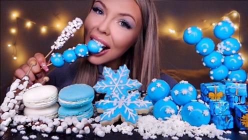 美女吃播吃蓝色系甜点:巧克力礼盒,蓝色雪花,好吃到停不下来!