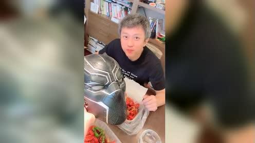 陈赫跟邓超寒暄那么多是有原因的!想吃还不好好打广告?!