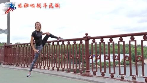 劈叉好难?俄罗斯健身瑜伽达人:多练这几个动作就会了