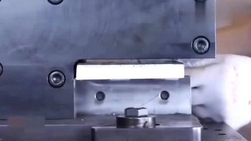 液压冲剪机械,网友,这才是真正的机械时代,佩服!