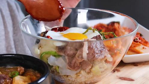 """教你制作正宗的""""韩式拌饭"""",小姐姐一口一大勺,看得人直流口水"""