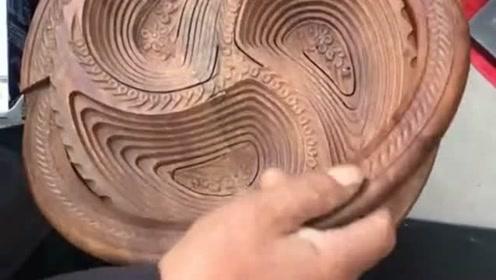 大爷说传统工艺不能丢,坚持制作木头雕刻的工具,努力想要把它传承下去!