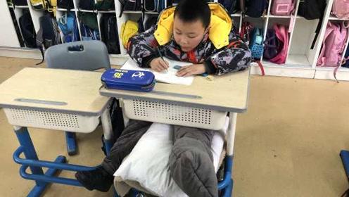 """看完心里暖暖的!两个班""""折腾""""换教室,只因一位学生腿伤了"""