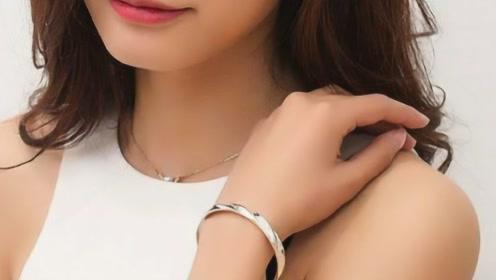 经常戴银手镯的女人,10年后会怎样?现在知道还不算晚!