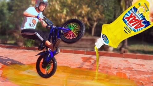 外国小哥作死在润滑油上骑自行车,是种什么体验?隔着屏幕都能感受到疼痛