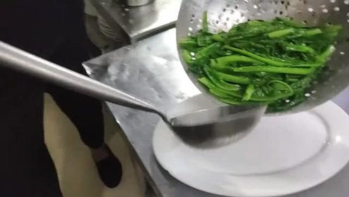 酒店68元一份的青菜,原来大厨是这样炒的,你觉得值不值?