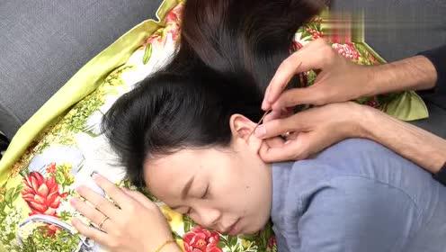这种采耳服务,好想带着嫂子也来享受一下,羽毛工具十分舒适!