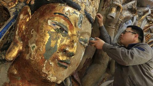 工人修复800年前观音像,一不小心触动暗格机关,发现意外惊喜!