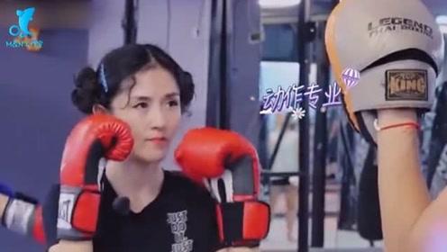 谢娜带魏大勋来泰拳馆打拳,动作灵活有模有样,眼神犀利身手不凡