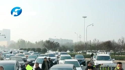 蓉遵高速贵州习水段发生多车连环相撞,涉及车辆37辆,多人受伤
