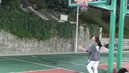 爱打篮球的女生最美了!