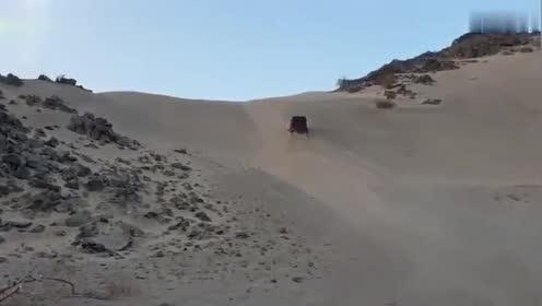 """不愧是""""沙漠小王子"""",FJ 酷路泽轻松击败了牧马人!"""