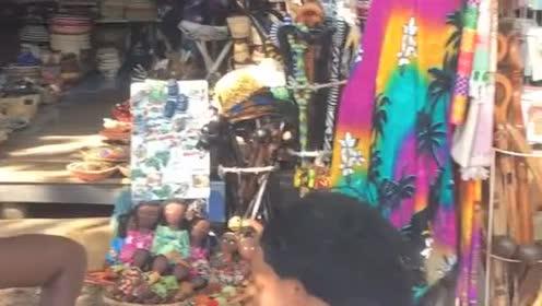 非洲小卖部的几个妇女每天都玩这个,有知道这是什么东西的吗?