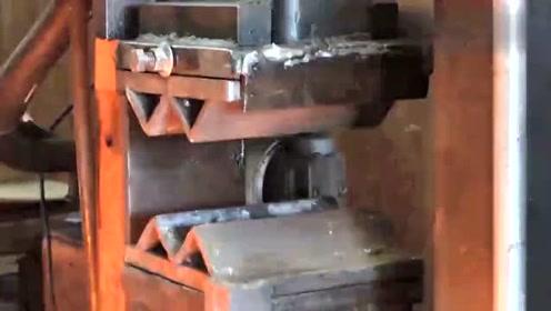 用废旧带锯片锻造一大马士革小钢棒,网友:纹路看起来挺别致呀!