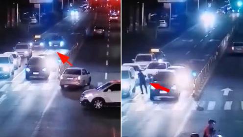 路口撞车后拔腿就跑 肇事司机:我太害怕了