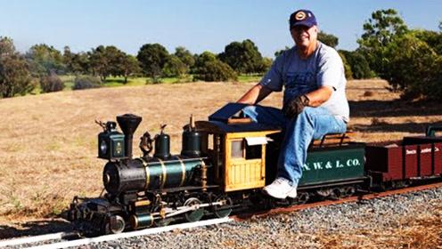 这个老爷子不跳广场舞,是个科技迷,在家造出一辆火车!