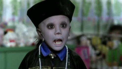 在发现小僵尸没有恶意后,男孩和女孩达成约定,保密它的存在