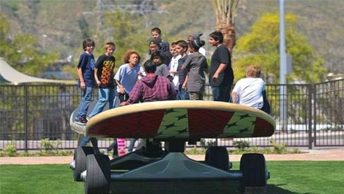 见过最大的滑板吗?上面竟能同时站20人,得用卡车才能运输!