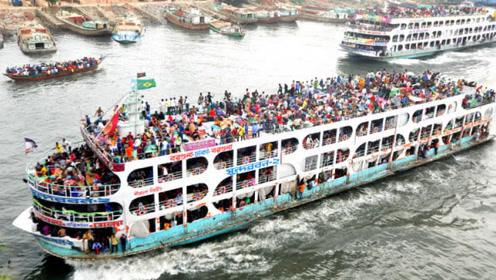 """印度人""""开挂式""""乘船 严重超载800人 你敢体验吗?"""