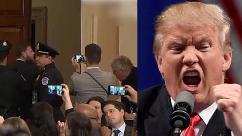 """男子闯入弹劾特朗普听证会 大喊""""总统是无辜的""""被警察一把拎走"""