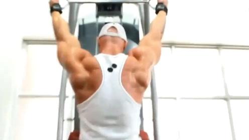 被称为肌肉野兽的他!17岁开始健身,却因生病大变样