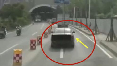 阻挡消防车救援,这种司机直接禁驾!要不是视频谁会相信这一切