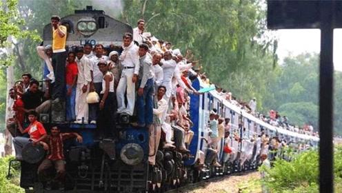 印度火车真的挂满人吗?原来被骗那么多年,真相却让人意外