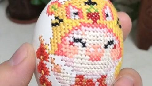 在鸡蛋上绣了一个宝宝最爱的小动物,厉害不?