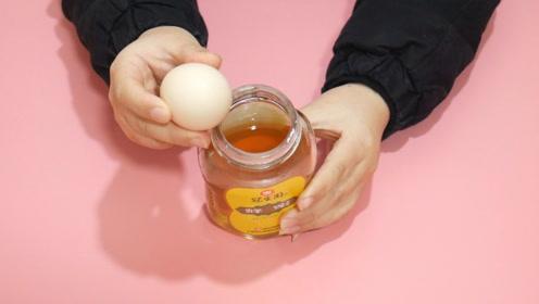 鸡蛋和蜂蜜搅拌,居然这么实用,用一次能省不少钱,学到就是赚到