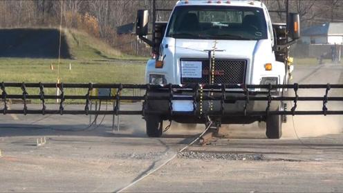 老外发明新型拦路网,7吨卡车撞上车头粉碎,看完不敢硬闯!