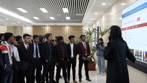 60名国际学生参观山东高院,点赞中国司法:在这里很有安全感
