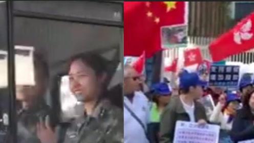 有爱!香港市民持国旗区旗力挺警察 驻香港部队军人路过微笑挥手致意