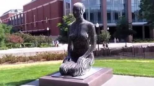 """全球最""""恐怖""""的雕塑,从远处看非常正常,走近一看却逐渐消失"""