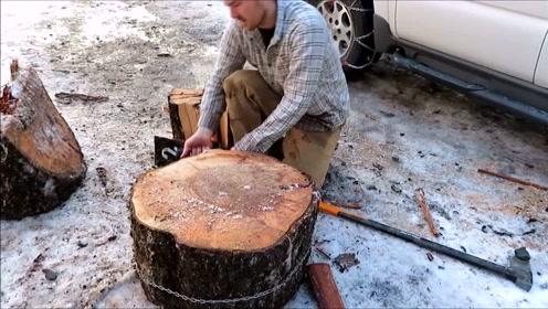 男子在木墩上绑一根铁链想干啥?太聪明了,简直人才!