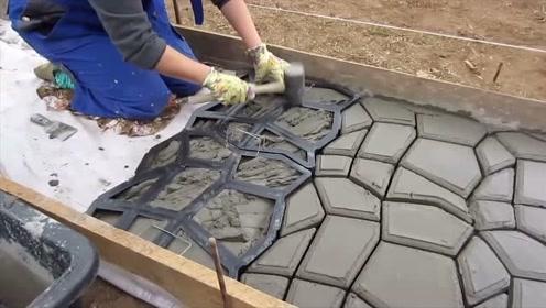 国外大叔发明的铺路工具,一天能铺200米,漂亮又省砖,太实用了