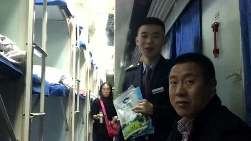 坐火车偶遇高中同学,要不要买他几包草原糖?