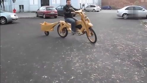 这大叔太有才了,亲手打造了一辆单车,两大轮一小轮的款式太有个性了!