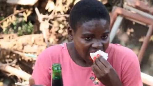 非洲姑娘嫁到河南农村,吃酒席看见满桌馒头,她的反应让人笑了