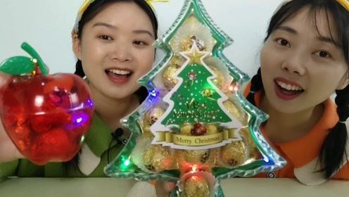 """俩闺蜜吃""""发光圣诞树和苹果巧克力"""",心急太硬嚼疼牙,真逗"""