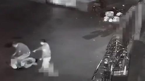 胆真肥!广西一男子凌晨5点到派出所内偷车,没出大门就被逮住了