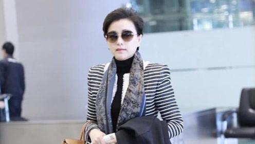 51岁杨澜机场露面,御姐打扮尽显气场,手拎13万包包太壕气