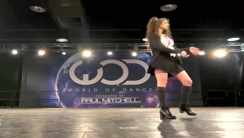 美国大学女生参加世界舞蹈大赛洛杉矶站海选,这舞技有点尴尬